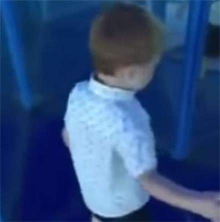 This 12 Second Video Will Show You Why You Shouldn't Let Your Child Lead In a Mirror Maze