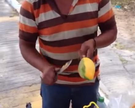 This Man Cuts Mangos In A Very Unique Way